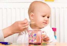 Không nên nhồi nhét, ép trẻ ăn
