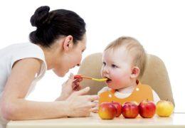 Các mẹ nên chú ý chế độ dinh dưỡng cho bé khi giao mùa