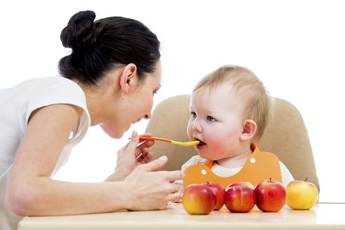 Một số biện pháp phòng bệnh cho trẻ sơ sinh khi giao mùa