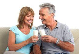 Cách chọn sữa dinh dưỡng cho người già như thế nào là tốt?