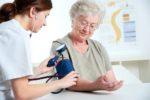 Bệnh cao huyết áp ở người cao tuổi, nguyên nhân và cách điều trị