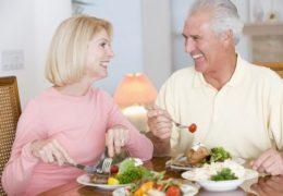 Một số lưu ý trong chế độ dinh dưỡng cho người già