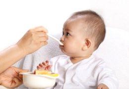 Chế độ dinh dưỡng cho bé 6 tháng tuổi mẹ cần chú ý
