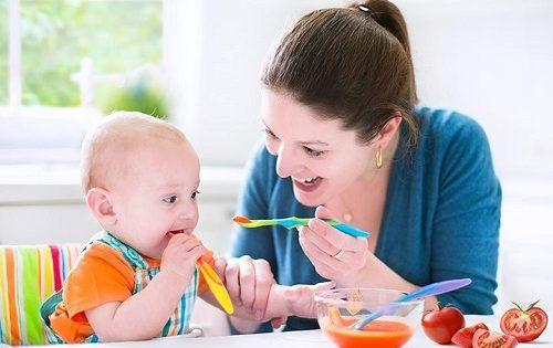 Những điều cần biết về chế độ dinh dưỡng cho bé 8 tháng tuổi