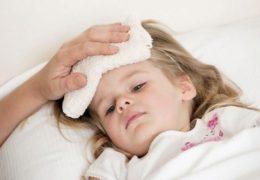 Cách hạ sốt cho trẻ tại nhà bằng thực phẩm các mẹ cần biết