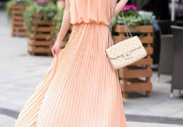 Một chiếc váy dự tiệc đẹp sẽ giúp bạn tôn dáng và nhã nhặn hơn,.