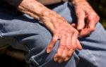 Bệnh run tay ở người cao tuổi, nguyên nhân nào gây ra?