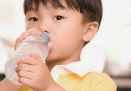 4 điều cần chú ý về dinh dưỡng cho bé trong mùa hè