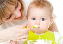 10 lưu ý khi cho trẻ ăn sữa chua mẹ cần biết