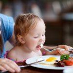 6 điều các mẹ cần chú ý khi cho trẻ ăn trứng