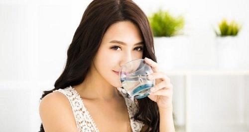 Uống nước mỗi sáng để có vóc dáng đẹp