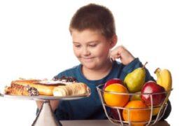 Trẻ ăn vặt nhiều dễ béo phì