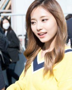 Tzuyu, mỹ nhân của girlgroup Twice là một tín đồ cuồng mặt nạ chính hiệu. Cô nàng không chỉ đắp mặt nạ hằng ngày mà còn sử dụng luân phiên nhiều loại mặt nạ khác nhau để chăm sóc toàn diện cho làn da.b