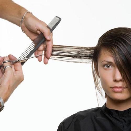 Cắt tóc thường xuyên để chăm sóc tóc tốt hơn