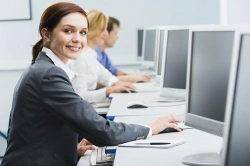 Ngồi máy tính nhiều là nguyên nhân hàng đầu đến tình trạng sạm da