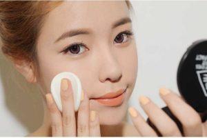 Sử dụng phấn phủ để tạo độ tươi sáng cho làn da