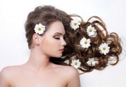 Cũng đừng cho rằng việc dùng nhiều dầu xả sẽ tốt cho mái tóc của bạn