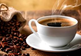 Không nên uống cà phê và các chất kích thích trong những ngày đèn đỏ