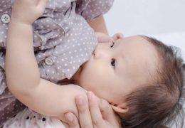 Vẫn luôn duy trì sữa mẹ cho bé