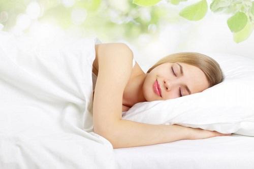 Ngủ đủ giấc để trị được mụn hiệu quả