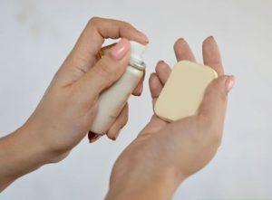 Cách trang điểm BB cream với mút