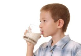 Không cho trẻ uống sữa đậu nành khi đói