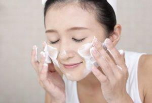 Tại sao dùng sữa rửa mặt nhiều lại đang giết chết làn da của bạn?